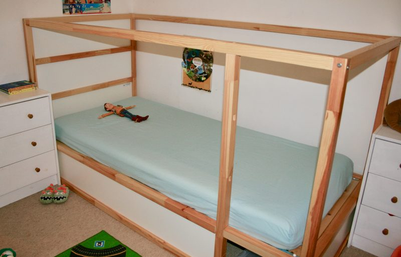 Photo of W's Ikea Kura bed in the standard set up